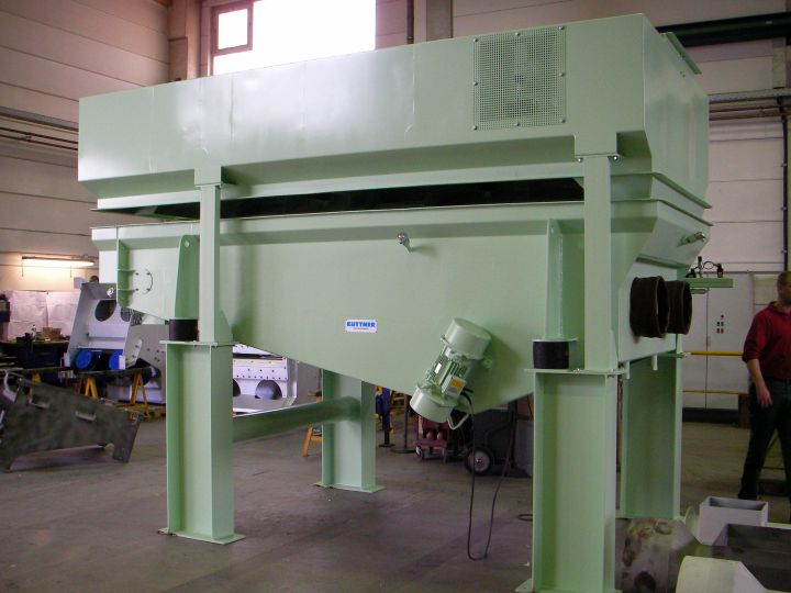 Side view of a fluid bed sand cooler during factory acceptance test